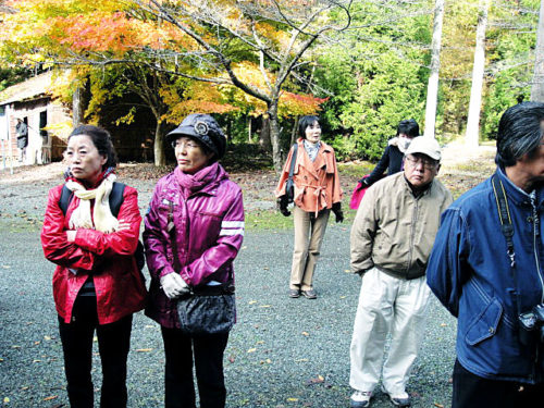 丹波マンガン鉱山跡 強制連行された地 中央が岩村カヨ子 2012年11月10日