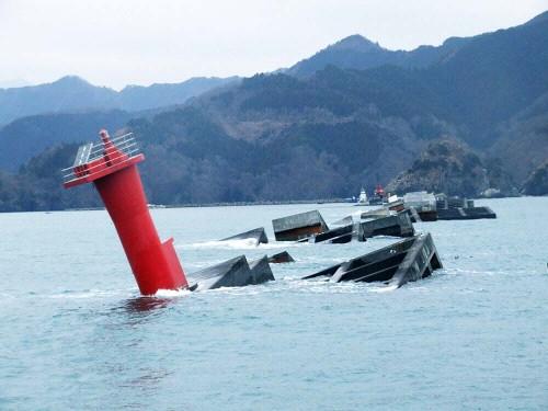 釜石港防潮堤倒壊