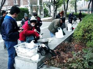 炊き出し @ 東遊園地(神戸市役所隣)