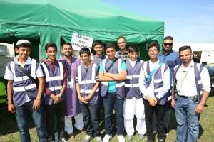 世界大会の期間中の若者たちの奉仕者