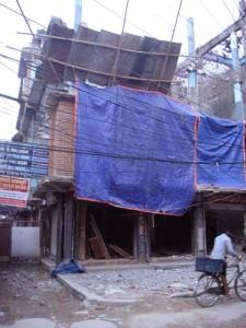 ミトラナガルの倒壊家屋