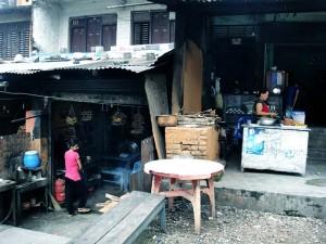マナハリのレストラン マナハリフィッシュの煮干しが高価
