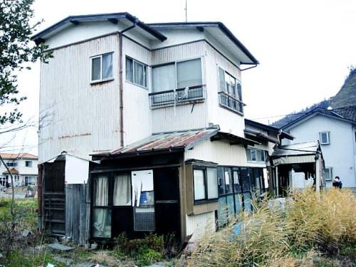 12月21日 石巻市湊川町の倒壊家屋