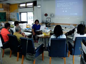 廣畑裕子さんが南相馬市小高の放射能被害を説明。