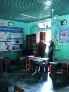 アン・トゥイ小学校 教室の窓は全部流出